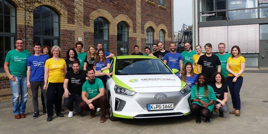 Energiegewinner Team mit E-Auto Ernie